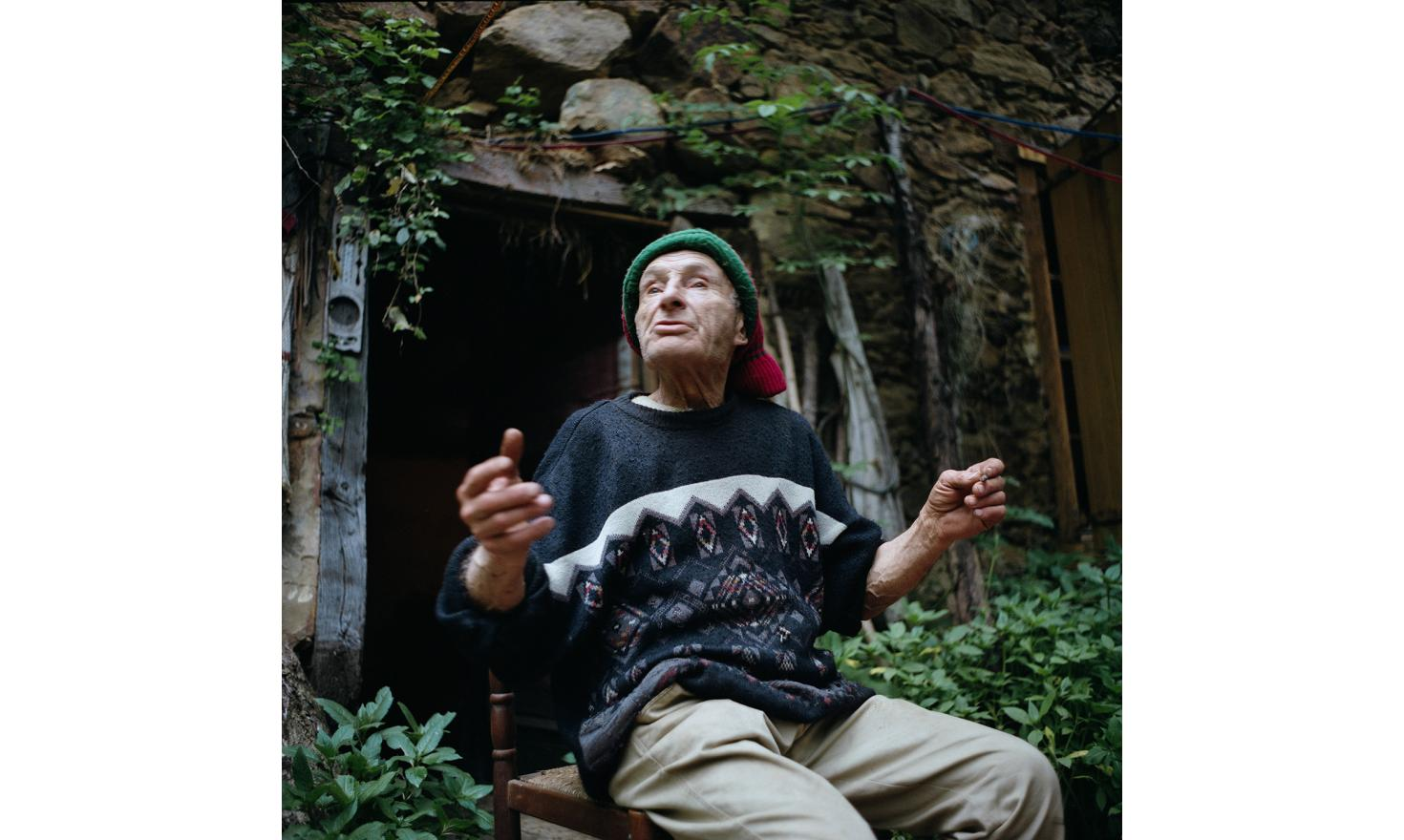 The old John,  kind of «ariégeois» shaman is old,  around 70-80. He lives in a very old house that has never been modernized, hidden in the middle of  the vegetation. He eats almost exclusively wild plants and he also has a small garden and 4 chicken.