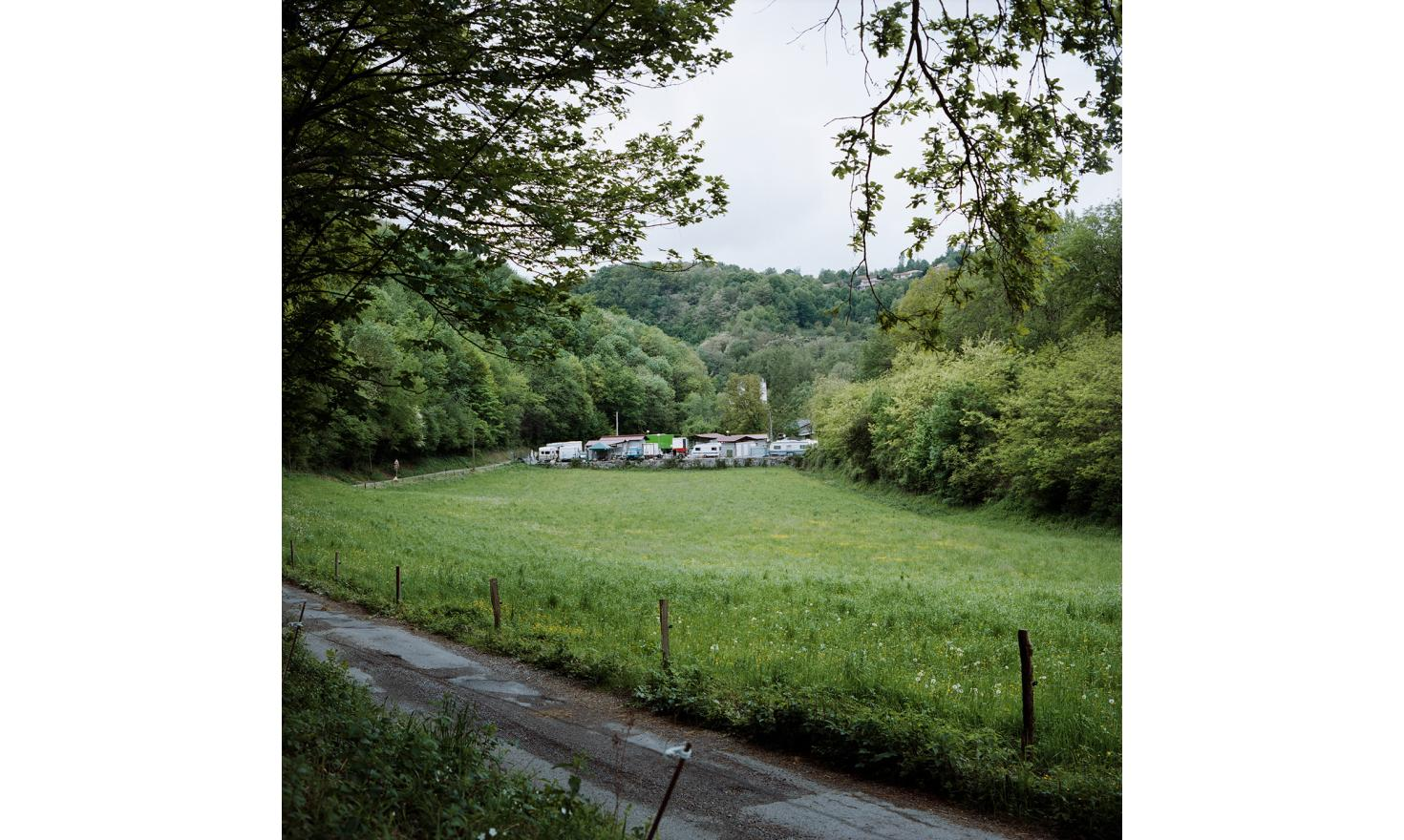 """The camp of the rat bridge, Saint-Girons. It is in this"""" area for the Travellers"""" Pouet settled with relatives and friends, his fiancee Pomme, Paquita his mother, Priscilla, Marius called the Fat, Gonzo the Spanish, Lutin..."""