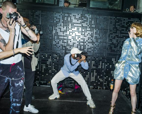 Fashion Week à Paris. Collection printemps été 2020. Défilé Y Project au pont Alexandre III.. First View dans les Backstage.